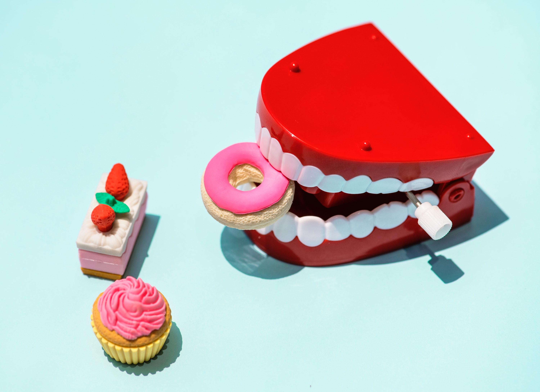 インプラントの前歯はどのくらいするの?値段と仕組みについて調べて見た