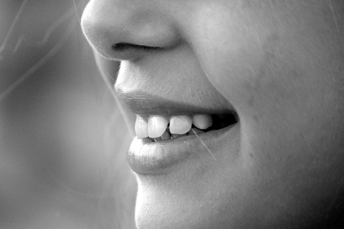 歯にシミができた!原因から対策までを徹底解説